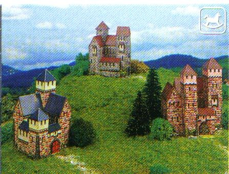 Kartonmodellbau, 3 kleine Burgen, Maße: (L 5 x B 5 x H 8 cm)