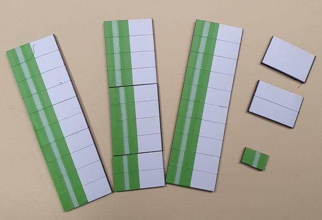 Satz Kippmagnete für Stundenplan, hellgrün mit Streifen / weiß