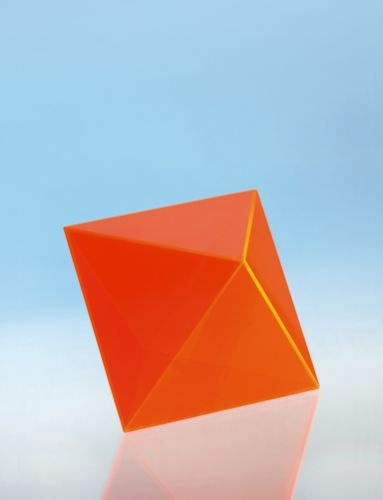 Geometriekörper aus farbigem Acryl, Oktaeder